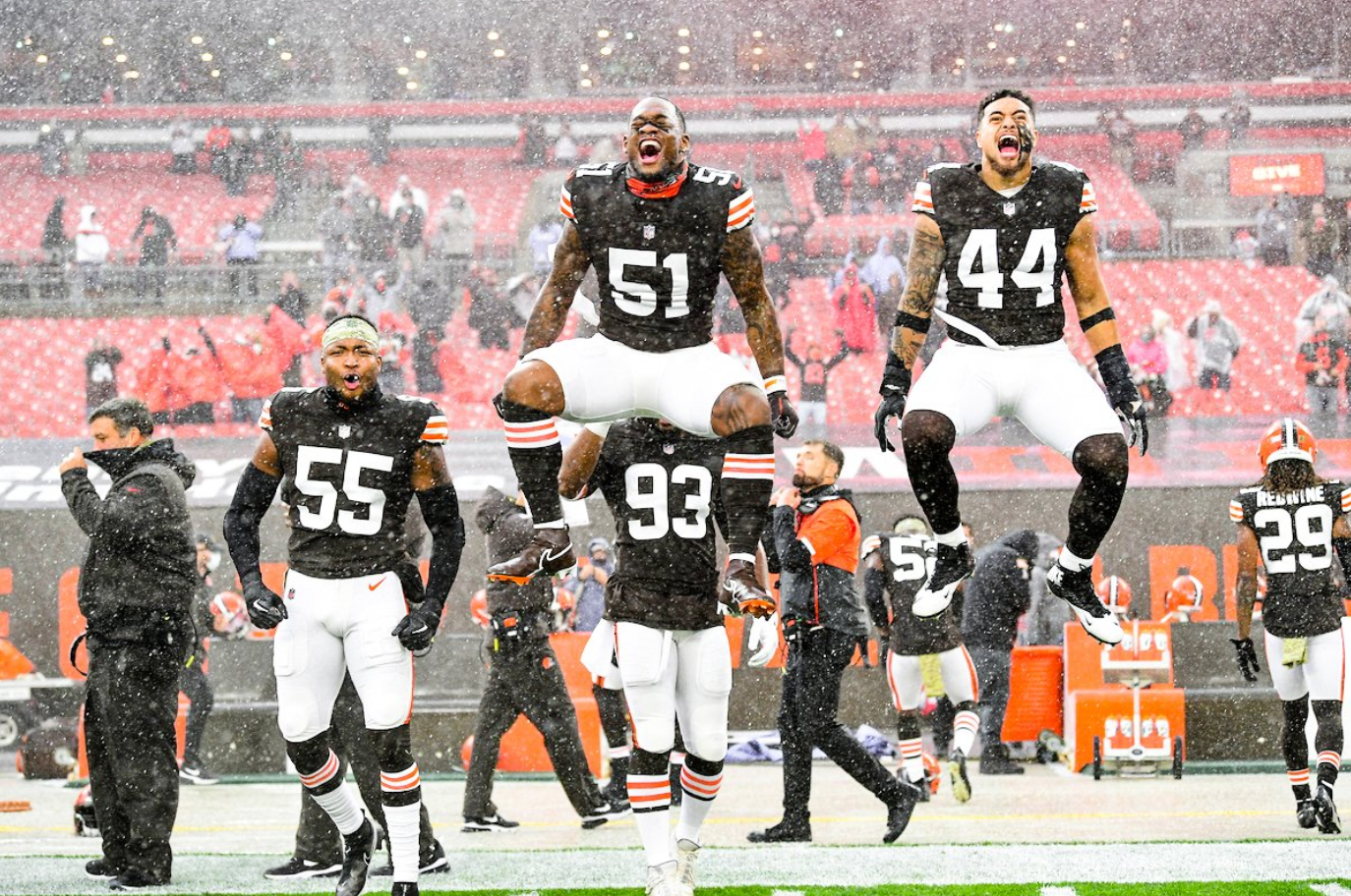 sshot2020-11-19 15_29_06-2020-11-19 15_26_16-Cleveland Browns on Twitter_ _The pre-game weather was wild
